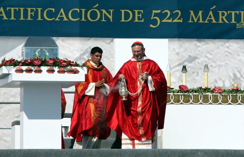 El cardenal Angelo Amato