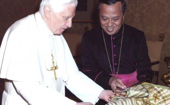 Mgr-Ignatius-Suharyo-Paus-Benediktus-XVI-a